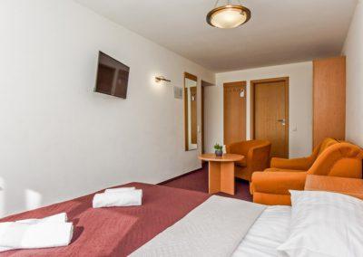Geresnysis dvivietis numeris su sofa - MŪZA HOTEL